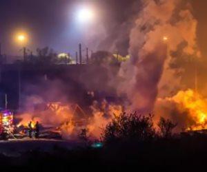 السيطرة على حريق بورشة استورجي دون وقوع إصابات