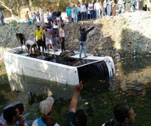 انتشال سيارة ملاكي بداخلها 3 أشخاص سقطوا داخل ترعة المريوطية في البدرشين