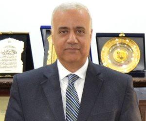 رئيس جامعة الإسكندرية يشارك في توزيع هدايا تذكارية بمناسبة عيد الفطر