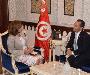 وزيرة المالية التونسية تنفى نية خفض قيمة الدينار أمام العملات الأجنبية
