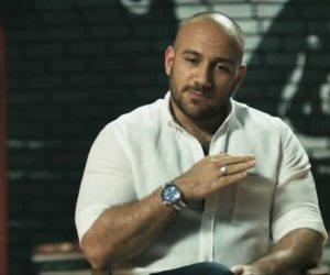 «أغلى من الياقوت».. أحمد مكي يقدم أحدث نصائحه للجمهور من صحراء الفيوم
