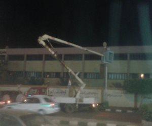 حملة لمركز الداخلة بالوادي الجديد لصيانة أعمدة الإنارة بالأحياء (صور وفيديو)