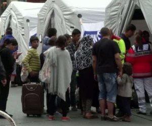 سفير أمريكى سابق: أمريكا تسعى لترحيل الآلاف من المهاجرين الفيتناميين لديها