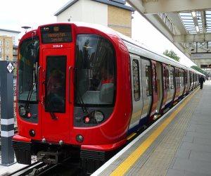 توقف حركة النقل بين محطتي مترو بوسط لندن بعد إنذار حريق