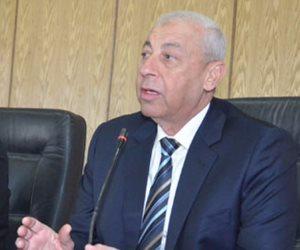 محافظ أسوان يلتقي بأعضاء مجلس النقابة الفرعية للصيادلة للوقوف على مشاكلهم