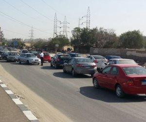 المرور : حواجز حديدية بمحيط التحويلات المرورية بطريق إسكندرية الصحراوي لمنع الزحام