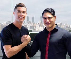 رونالدو ينشر صورة مع «أبو هشيمة».. والأخير: فخور بالتعاون مع أفضل لاعب بالعالم