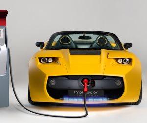الهند تسعى لإستبدال السيارات التقليدية بالكهربائية الصديقة للبيئة