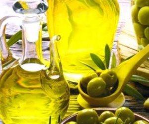 زيت الزيتون والحليب الدافئ والزبادى مواد طبيعية بديلة لمزيلات المكياج