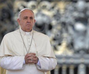 بابا الفاتيكان يعزي السيسي ويعلن تضامنه مع مصر عقب حادث المنيا الإرهابي
