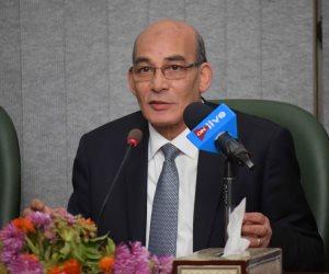 وزير الزراعة يتلقى تقريرًا حول أعمال الحملة القومية للنهوض بالقطن