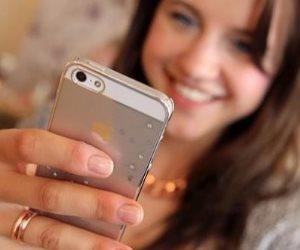 خليك علي قديمه وبلاش الهواتف الذكية للصغار.. تؤثر بالسلب علي قوة النظر والتركيز