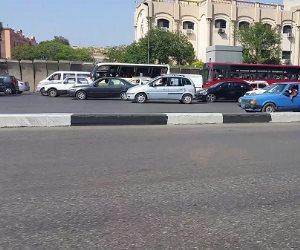 كثافات مرورية أمام مستشفى الشرطة بمدينة نصر بسبب انقلاب سيارة