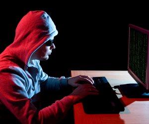 """تحذير للهاكرز.. تعرف على عقوبة اختراق الحسابات الشخصية على """"فيس بوك"""""""