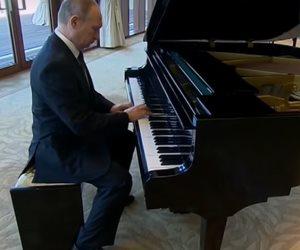 بوتين يعزف البيانو خلال لقاء التنين الصيني (فيديو)