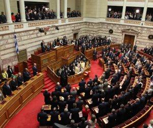 احتجاجات أمام برلمان اليونان مع قرب التصويت على تدابير التقشف