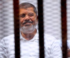 وفاة محمد مرسى العياط بعد إصابته بنوبة إغماء خلال جلسة محاكمته فى قضية التخابر
