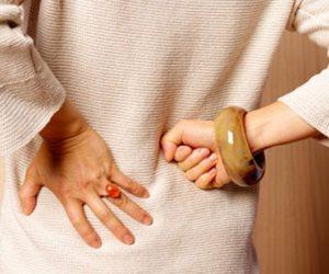 أبرزها آلم الظهر والبطن.. هذه أعراض الإصابة بحصوات الكلى