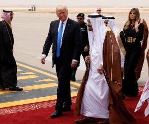 من سلم الطائرة إلى جولة القصر الملكي.. اليوم الأول لترامب في السعودية (انفوجراف)