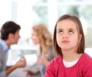 """فضلت البيت وتربية البنات وكان نصيبها الإهانة."""" نهي"""" : اشتغلت ومش عاوزة طلاق"""