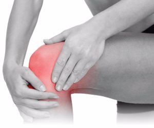 اعرف أسباب ألم الركبة.. راجع الطبيب من أول الوجع