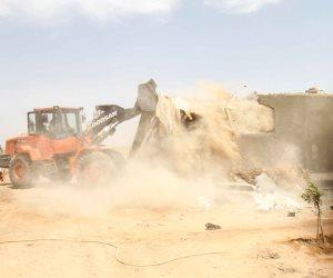 محافظة الجيزة تزيل التعديات على أراضي أملاك الدولة بالعياط (صور)