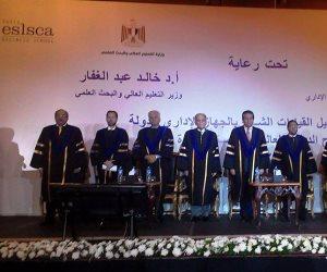 وزير التعليم العالي يشهد حفل تخريج الحاصلين على ماجستير ودبلوم إدارة الأعمال بالجهاز الإداري للدولة