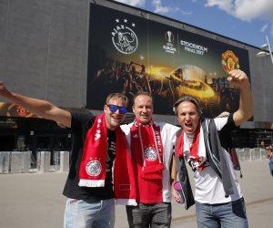بدء توافد الجماهير على ملعب مباراة نهائى الدورى الأوروبى