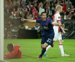 مانشستر يونايتد يسجل الهدف الثانى ويقترب من اللقب
