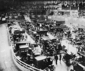 قصة معارض السيارات الأمريكية