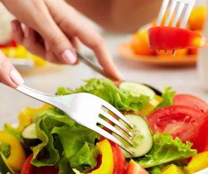 """""""الاهتمام بالكالسيوم والمكسرات والصويا """" تغيرات في النظام الغذائي في سن الأربعين"""