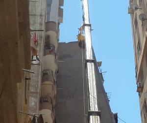 أزمة عمارة الإسكندرية المائلة تصل البرلمان ومطالبات بحصر البنايات الآيلة للسقوط