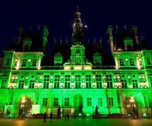 باللون الأخضر.. العالم يتضامن مع اتفاقية باريس للمناخ (صور)