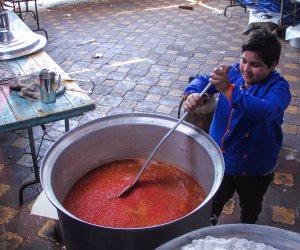 «محمد» أصغر شيف يفطر الصائمين: «عندي 13 سنة وبحب الطبخ» (صور)