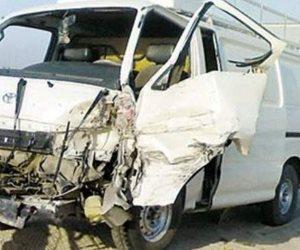 12 مصابا في انقلاب سيارة ميكروباص حاول قائدها مفاداة دراجة بخارية بسوهاج