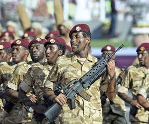 فضيحة.. قائد بالجيش القطري يقدم فروض الطاعة لـ «لواء تركي» (فيديو)