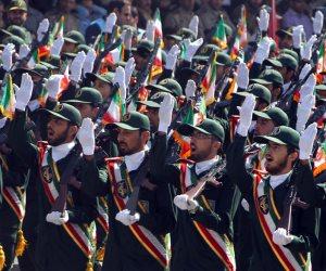 """الحرس الثوري الإيراني يحيي """"يوم مقارعة الاستكبار العالمي"""" ويستعرض صاروخ باليستي أمام السفارة الأمريكية"""
