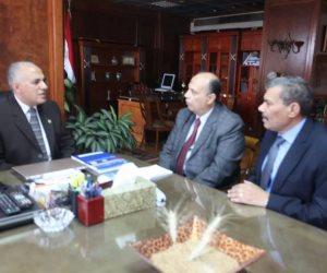 وزير الري يناقش موقف إزالة التعديات على نهر النيل