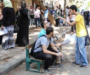 «اضحك مع التعليم».. تطوير مناهج الثانوية: هامة بدلا من مهمة ويحمي بدلا من حماية (صور)