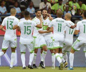 الكاف يعاقب المنتخب الجزائري بسبب إشعال شماريخ في مباراته الأخيرة