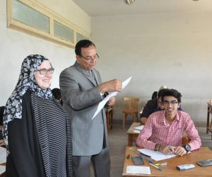 رئيس جامعة المنوفية يتفقدامتحانات الحقوق والهندسة بشبين (صور)