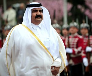 """قصة الخسة والنذالة في آل ثاني.. قطريون يفضحون """"حمد"""" في ذكرى الإطاحة بأبيه (صور)"""