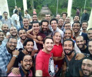 صورة مصطفى خاطر مع دفعته في كلية الحقوق