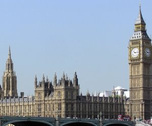 أعضاء بالبرلمان البريطانى يطالبون بتصنيف الحرس الثورى الإيرانى كمنظمة إرهابية