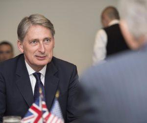 الصين وبريطانيا تتعهدان بمواصلة وتعزيز التعاون الاقتصادى والمالي