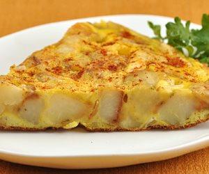 سحورك عندنا.. عجة البيض والجبن بالطماطم والروزماري