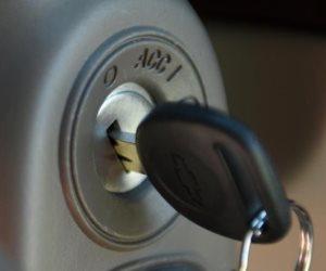لهذه الأسباب.. إحذر إخراج مفتاح تشغيل السيارة