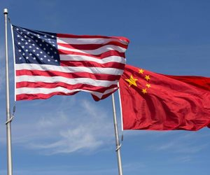 هل يتهاوى تنين بكين أمام «ترامب».. الرئيس الأمريكي يسعى لفرض «رسوم عقابية» على الصين
