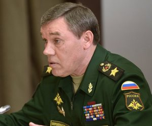 الدفاع الروسية تكرم أحد قادة الجيش السوري بسبب نجاحه العسكرى ضد الإرهاب