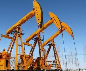 النفط يتراجع مع تضرر صناعة النفط الأمريكية من الإعصار هارفي